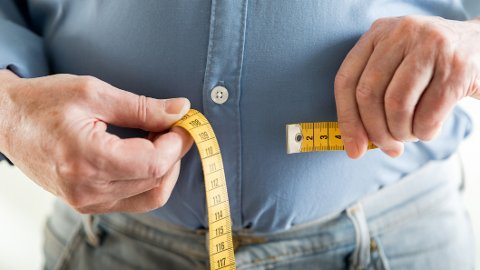 MIDJEMÅL: Et for høyt midjemål er forbundet med høyere risiko for hjertesykdom og diabetes type 2.