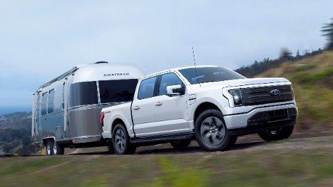 REKKEVIDDE-VINNER: Ford har holdt tilbake en viktig detalj når de har så langt har snakket om rekkevidde på elbilen Ford F-150 Lightning – den er beregnet med last på et halvt tonn.
