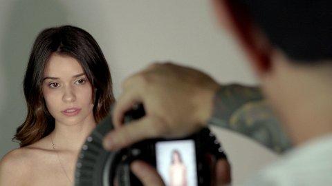 Porno er ikke glamorøst og sex på video og i virkeligheten er to svært forskjellige ting. Det er budskapet til flere pornostjerner som nå går i bresjen for å tydeliggjøre skillet overfor unge seere. Bildet viser skuespilleren Gia Paige i forbindelse med innspillingen av dokumentarserien «Hot Girls Wanted: Turned On».
