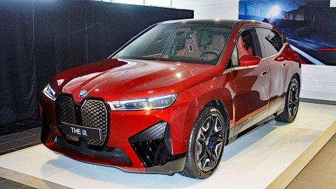 iX heter den. Dette er BMWs helt nye elbil og en smakebit på hva som kommer derfra i framtiden.