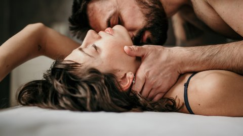 MER SEX: Mange par er ikke helt enige om hvor mye sex som er nok. Sexologen mener mange bør ha mer.