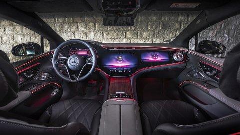 ÅRETS RÅESTE? Velkommen inn. Er dette tidenes råeste bilinteriør? Foto: Mercedes-Benz AG - Global Commun