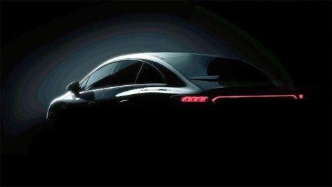 Den store familiebilen fra Mercedes, E-Klasse, vises snart som elbil for første gang. EQE blir den hetende, og dette er den første smakebiten.