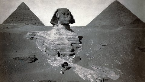 I SANDEN: Sfinksen i Giza delvis utgravd. Bildet er tatt cirka 1878.