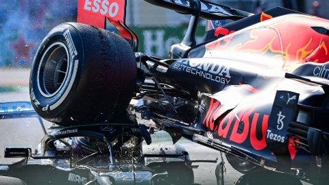 HORRIBELT: Kollisjonen mellom Mercedes-fører Lewis Hamilton og Red Bull-fører Max Verstappen gikk verden rundt, men heldigvis komme begge fra det uten varige mén.