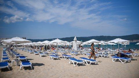 Sunny Beach ligger langs Bulgarias kyst til Svartehavet og er landets kanskje mest kjente turistmål. Normalt sett står turisme for tolv prosent av landets økonomiske produksjon.