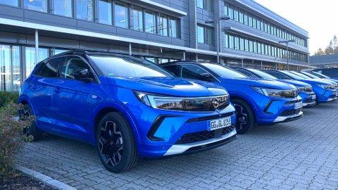 TIL NORGE: Noen tidlige eksemplarer av nye Opel Grandland er akkurat nå på Norges-besøk. Som du ser: Disse bilene har tyske skilter.