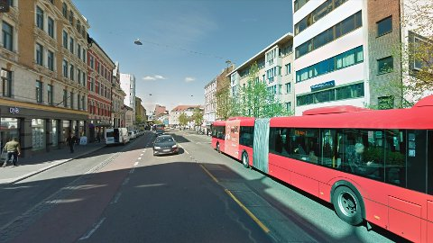 BLE FILMET: Mannen kom med hatefulle ytringer til en kvinne og et barn på 37-bussen på Grønland i Oslo.