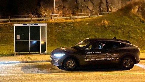 REKKEVIDDE-FORSØK: Mustang Mach-E skal offisielt ha rekkevidde på inntil 610 kilometer. Knut og Henrik bestemte seg for å finne ut om det er mulig å komme lenger enn det. De startet fra Trondheim sent fredag kveld – her var det stans natt til søndag.