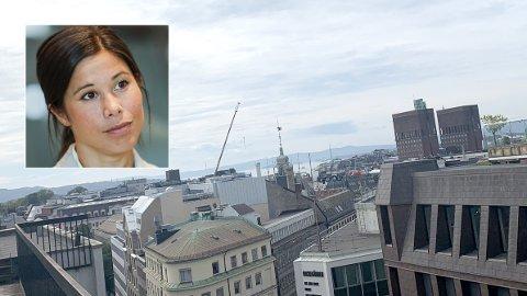 VIL HA SOLTAK: Få av Oslos tak har solceller. Et unntak er Rådhuset (i bakgrunnen). Nå vil Lan Marie Berg pålegge offentlige bygg å installere solcellepaneler på takene.