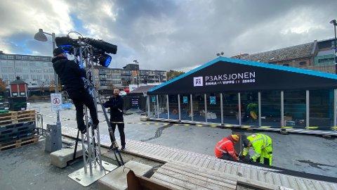 Gjøres klart: Det er mye som skal på plass før firre NRK-medarbeidere skal være live på radioen i 100 timer.
