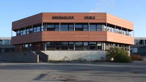 Politiet etterforsker voldtekt av en seks år gammel jente som ble oppsøkt av en ukjent mann på vei hjem fra Breidablikk skole på fredag.