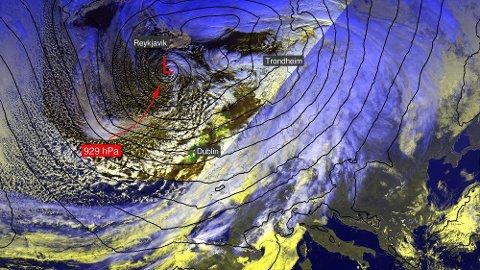 LAVTRYKK: Et enormt lavtrykk er på vei inn norskekysten.