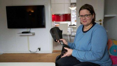 HÅP OG TRO: – Jeg er nok ikke i den gruppen det haster mest med, men det må være lov å håpe at jeg kan få gjort ankeloperasjonen før jul, sier Lise Marit Hansen.  FOTO: JOHAN ARNT NESGÅRD
