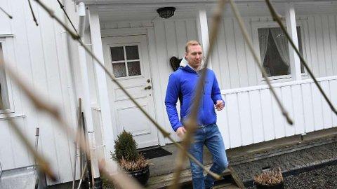 FÅR HENVENDLSER:Jakten-bonde Andreas Kristoffersen Lillevestre synes det er frustrerende å få henvendelser fra damer på sosiale medier, og håper de heller sender «frierbrev» til TV 2.  FOTO: ELLEN MARIE STØLAN
