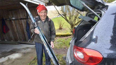 Spreking: 90-åringen Kåre Daling bruker mye av tida til å dra til fjells. Han går på ski så lenge det går. Her gjør han seg klar til en ny tur på Nordfjellet i Beitstad der det fortatt er mye snø. Så langt i vinter har Kåre gått 1400 km på ski.