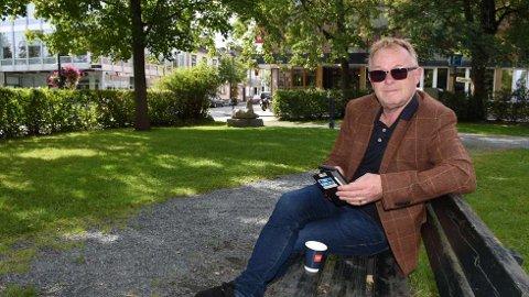 TILBAKE TIL START: Per Sandberg (60) tilbake i Levanger, der hans politiske karriere startet for 33 år siden.