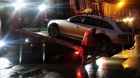 Bilen ble tauet inn på mandag etter at Trondheim parkering ba om hjelp. Bileieren skyldte nesten 17.000 kroner til Trondheim parkering.