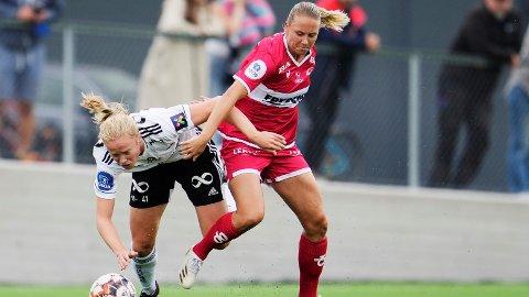 LANDSLAGSVENNINNER: Julie Blakstad og Lisa Naalsund er bitre fiender på klubblaget, men nå er begge tatt ut på det norske kvinnelandslaget.