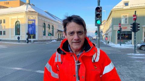 Seksjonsleder Helge Stabursvik i Statens vegvesen mener fotgjengeroverganger kan være en falsk trygghet og ber alle som ferdes i trafikken, både med og uten bil, være oppmerksomme.