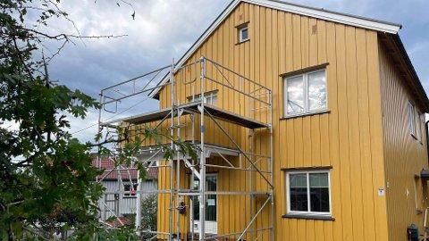 HUSBYGGING: Skal du bygge et helt nytt hus? Da kan du risikere å måtte betale langt mer enn totalprisen i kontrakten. Illustrasjonsfoto (ikke et nybygg).