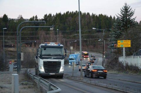 FLYTTES IKKE NÅ: Byråd Melby slår seg til ro med Statens vegvesens nei til justering av bomringen her på Abildsø. Nå vil hun avvente og se om de andre trafikktiltakene har effekt.Foto: Nina Schyberg Olsen