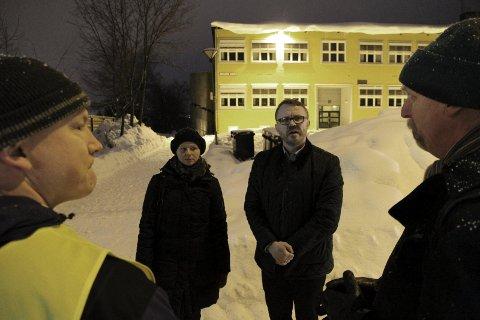 VIL FØLGE OPP: Byråd Guri Melby, her fra en befaring på Abildsø i 2014, vil følge med på om lokale tiltak har effekt. Foto: Marte Lid