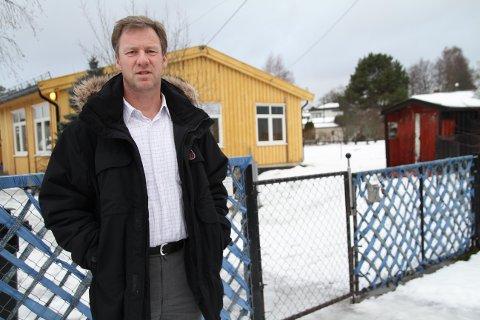 LEGGES NED: Bydelsdirektør Per Morstad foran Sæter barnehage. Barn og ansatte flytter 1. april på grunn av utbygging på Sæter. Midlertidige lokaler er funnet i Solveien. Alle foto: Kristin Trosvik