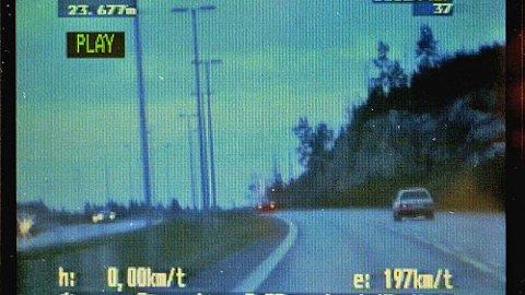 Mange kjører altfor fort på norske veier, det kan straffe seg! Foto: Bjørnflaten, Thomas