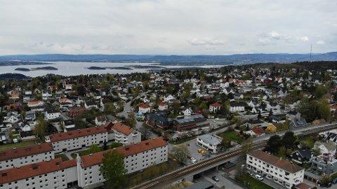 KARLSRUD: Hvorvidt to eiendommer innenfor småhusplanen, Radarveien 2 og 4, skulle innlemmes i områdeplanen for Lambertseter og Karlsrud, vakte debatt blant lokalpolitikerne.