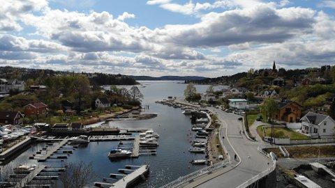 Ormøya og Malmøya er en maritim idyll midt i Oslo. Nå ønsker kommunen å sikre strandsonen og fri ferdsel her. Flytebryggene er noe av det kommunen vil til livs. Flere titalls flytebrygger ved de to øyene kan bli pålagt fjernet.