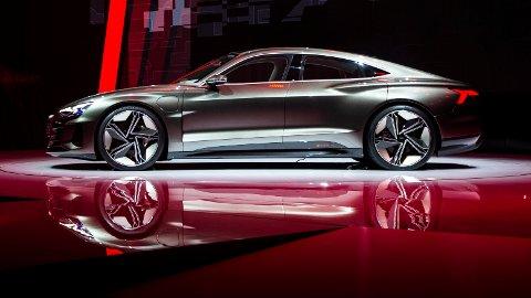 Audi har avduket konseptversjonen av sportsbilen Audi e-tron GT. Elbilen skal etter planen på veien i 2020.