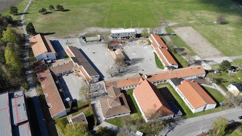 NY PAVILJONG: Her skal det bygges en ny paviljong for å få plass til flere elever på Ekeberg skole.