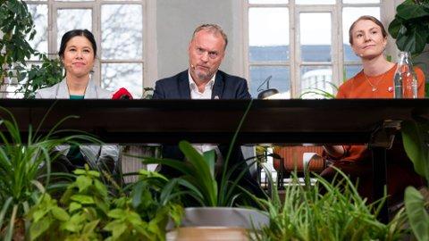 GRØNN MAT: Lan Marie Berg fra Miljøpartiet de Grønne, Raymond Johansen fra Arbeiderpartiet og Sunniva Holmås Eidsvoll fra Sosialistisk Venstreparti i forbindelse med byrådsforhandlingene i Oslo i 2019. Nå tar de grep om skolmaten i hovedstaden.