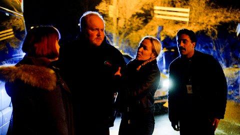 Steinar Sagen, her i rollen som Jan Egil, i ferd med å bli arrestert av politiet ved båthavnen på Malmøya