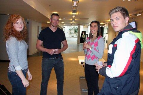 SKREMT: Idrettslinjelevene Annie Aspevoll Lønberg (f.v), Inga Medbø og Kristian Johan Fjeld Hanssen ble skremt av dopinghistorien til Morten Heierdal (nummer to f.v) under Idrettshelgas antidopingseminar.