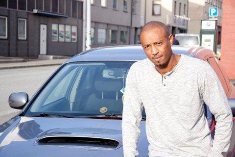 Kaleb Dawit er fortvilet over at folk har kræsjet inn i bilen hans fire ganger. ? En gang er greit. To ganger også. Men fire ganger på så kort tid, er uakseptabelt, sier han og fortviler over mangelen på høflighet blant byens innbyggere som ikke skriver lapp og legger på vinduet hans.