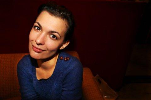 OPERA: Mezzosopranen Lilly Jørstad studerer ved La Scala i Milano, men er i disse dager hjemme i Tromsø for å bidra under Operafestivalen, blant annet under kveldens operaball i Kulturhuset. Det kan bli lenge til neste sjanse til å oppleve Jørstad i Tromsø.Foto: Lasse Jangås