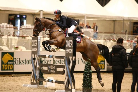 Viktoria Davidsson og ponnien Bay Hayes. Foto: HorseMultimedia.com