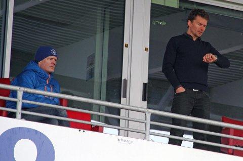 Hans Eriksen Norbyes rådgiver Tore Rismo (t.v.) bekrefter at man ikke er fornøyd med det TIL har tilbudt så langt. Sportssjef Svein-Morten Johansen (t.h.) mener det ikke er mer å hente enn det de har skissert i tilbud nummer to.