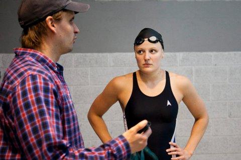 TRIVES I NY HVERDAG: Susann Bjørnsen (t.h) valgte å flytte til Bergen i høst, der hun blant annet jobber med gamletreneren Kay-Arild Paulsen (t.v) igjen. Om to uker svømmer hun i VM i Qatar, og oppladningen har gått veldig bra til nå.