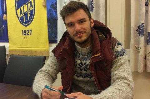 FRA KREFTOPERASJON TIL KONTRAKTSFORLENGELSE: Aleksander Tolk Solberg fortsetter i Alta IF, tross kreftoperasjon i oktober og cellegiftkur i desember.