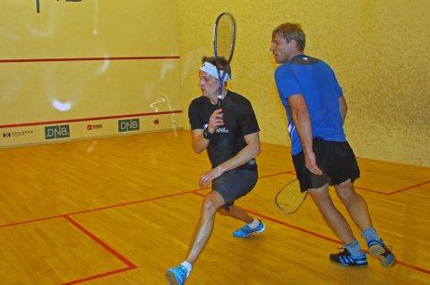 NORGESENEREN VANT: Kristian Solhaug (t.v) vant Norgescupturneringen i squash i Tromsø i helgen. Etterpå skrøt han uhemmet av arrangørene, som håper å få NM i 2016.