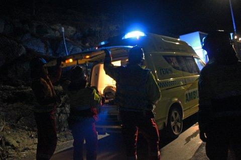 ULYKKE: En kvinnne måtte fraktes til sykehus etter en front-kollisjon ved Ersfjordbotn på Kvaløya søndag. Dette har beboerne lenge advart mot.