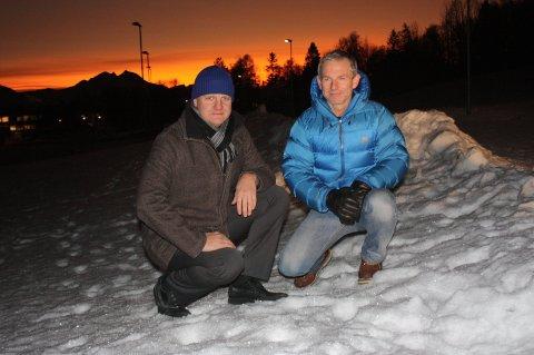 Byrådsleder i Tromsø kommune, Øyvind Hilmarsen, og styremedlem i TIL, Frode Rinnan, var i januar på befaring på Bjerkaker det TIL Yngres ønsker å bygge hall. Nå får de trolig oppfylt ønsket. Foto: Magnus Joki Arild
