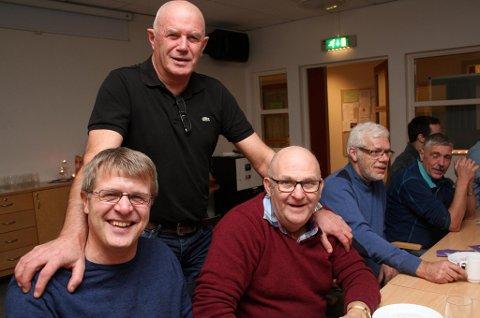 STAUTE: Virksomhetsleder Jan Erik Hansen med Sverre Kristian Sollied (t.v.) og Otto Jakobsen.