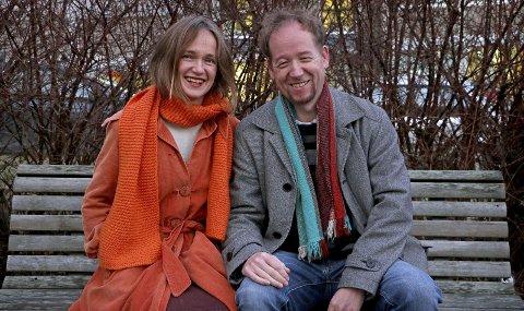 Reisende i musikk og sang: Øystein Blix og Liv Hanne Haugen er denne uka i Frankrike for å ha konserter med pianist og komponist Thierry Girault og gitarist Alain Kawczak – begge fra Frankrike. Foto: Tove Myhre