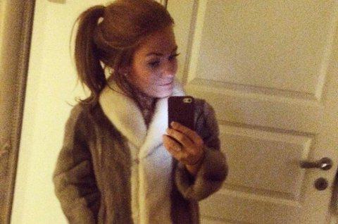 STILTE I PELS: Dette bildet la Sandra Borch ut på sin Facebook-profil dagen etter at hun varslet sin støtte til pelsdyrnæringen etter NRK Brennpunkts dokumenter. Bildet er gjengitt med tillatelse.