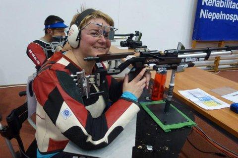Skytter Sonja Tobiassen håper hun vil merke en effekt av at det bevilges 20 millioner kroner ekstra til idrettsutøvere med nedsatt funksjonsevne.