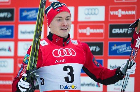 Finn Hågen Krogh ble nummer tre både i prologen og finalen under verdenscupsprinten i Davos søndag. Med seier ville han ha tatt juleferie med gul ledertrøye i verdenscupen. Den beholder i stedet Martin Johnsrud Sundby.